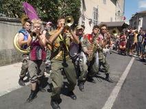 Fanfarekorps in de straat Stock Foto's