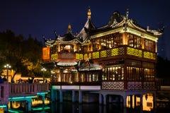 Fang Bang Zhong Lu gammal stad på det nattshanghai porslinet Royaltyfri Bild