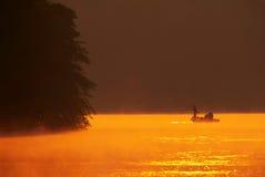 Fang-und Freigabe-Baß-Fischen Lizenzfreies Stockfoto