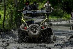 Fango della corsa del wrangler del gruppo della jeep Fotografia Stock