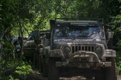 Fango della corsa del wrangler del gruppo della ram della jeep Fotografia Stock Libera da Diritti