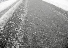 Fango della neve sulla via Fotografia Stock Libera da Diritti