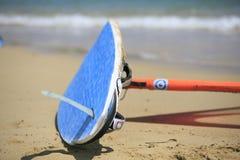 Fanno windsurf le tavole in una concorrenza di fare windsurf Fotografia Stock