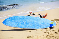 Fanno windsurf le tavole in una concorrenza di fare windsurf Fotografia Stock Libera da Diritti