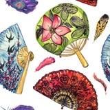 Fans asiáticas con los tragos de la flor de cerezo y del vuelo y redondo con el loto, español rojo con las amapolas negras, pluma ilustración del vector