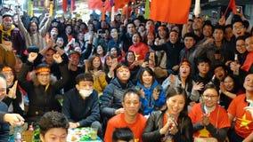 Fans auf den Straßen der Hauptstadt Hanoi stock video