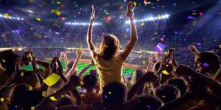 Fans auf Stadionsspiel-Panoramaansicht stockfoto