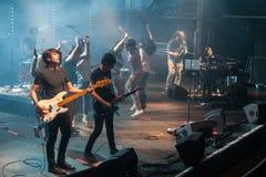 Fans av Dorian, berömd musikband för spanjor, på Razzmatazz Royaltyfri Bild