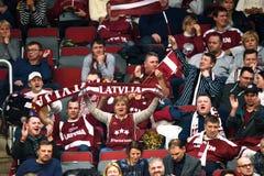 Fans av Lettland, under för världsgrupp II för FEDCUP BNP Paribas den första runda leken royaltyfria bilder