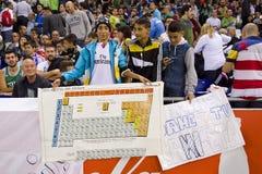 Fans avec un Tableau périodique Photos stock