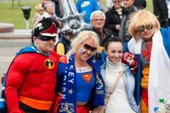 Fans cerca de la arena de Minsk Imágenes de archivo libres de regalías