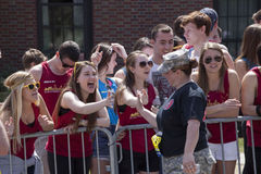 Fans cheer runners in Boston Marathon 2014 Royalty Free Stock Photos