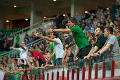 Fans de club Lokomotiv du football dans l'action Image libre de droits