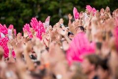 Fans de deportes entusiastas que aplauden las manos Foto de archivo libre de regalías