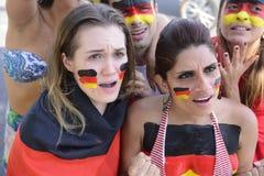 Fans de foot allemands préoccupés par la performance d'équipe. Images stock