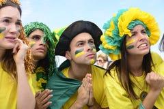 Fans de foot brésiliens concernés. Images stock