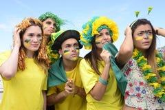 Fans de foot brésiliens concernés par la performance de l'équipe nationale brésilienne Photo libre de droits