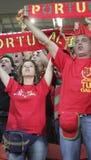 Fans de foot non identifiés du Portugal avant match de l'EURO 2012 de l'UEFA dedans Images stock