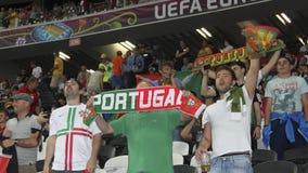 Fans de foot non identifiés du Portugal avant match de l'EURO 2012 de l'UEFA dedans Image libre de droits