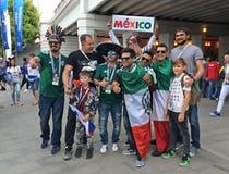 Fans de foot sur la FIFA 2018 à Moscou avant le jeu d'ouverture près du stade de Luzhniki Photos libres de droits