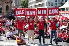 Fans de Koreean que celebran Imágenes de archivo libres de regalías