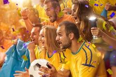 Fans de la diversión en arena del estadio foto de archivo