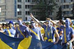 Fans de la Suède s'enracinant pour leur équipe Photos libres de droits