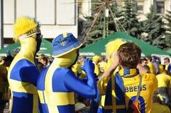 Fans de la Suède s'enracinant pour leur équipe Images libres de droits