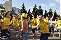 Fans de la Suède s'enracinant pour leur équipe Photos stock