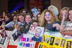 Fans de Meryl Streep en la alfombra roja imagen de archivo libre de regalías