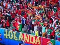 Fans de Portugal vestidas para arriba Imágenes de archivo libres de regalías