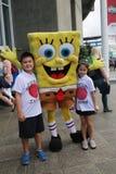 Fans de tenis australianas tomadas imágenes con SpongeBob SquarePants durante Abierto de Australia 2016 en el centro australiano  Fotografía de archivo