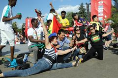 Fans in der Fanzone auf den Spatzen-Hügeln moskau Stockbilder