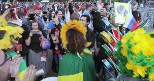 Fans för fotbollsmatchen arkivfilmer