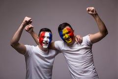 Fans felices Rumania y Francia Fotografía de archivo