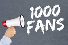 1000 fans houdt van sociale voorzien van een netwerkmedia megafoon Stock Afbeelding