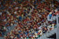 Fans i fotbollsarena i Munichmade från det plast- legokvarteret royaltyfri fotografi