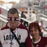 Fans letonas cerca de la arena de Minsk Fotografía de archivo