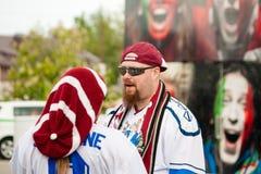 Fans letonas cerca de la arena de Minsk Fotos de archivo libres de regalías