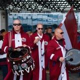 Fans letonas cerca de la arena de Minsk Imagen de archivo libre de regalías