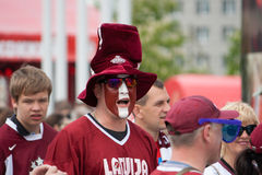 Fans letonas del hockey sobre hielo Imágenes de archivo libres de regalías