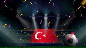 Fans rymmer flaggan av Turkiet bland kontur av folkmassaåhörare i fotbollstadion med konfettier för att fira fotbollleken stock illustrationer