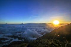 Fansipan is de hoogste berg in Vietnam royalty-vrije stock afbeeldingen
