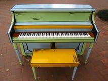 Fansy piano på parkera Arkivbilder