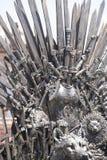 Fantasi kunglig biskopsstol som göras av järnsvärd, plats av konungen, sym Arkivbilder