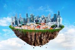 Fantasi som svävar ön av den Singapore staden på en blå himmel Royaltyfri Fotografi