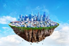 Fantasi som svävar ön av San Francisco på en blå himmel Arkivfoton