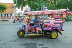 Fantasi Tuk Tuk av Bangkok Thailand, trehjulingtuk-tuk som kör i Bangkok, Thailand arkivbilder