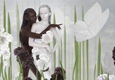 fantasi Två kvinnor färgade svartvitt Arkivfoto