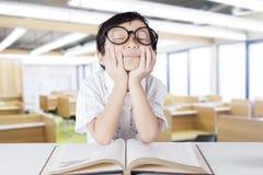Fantasia bonita do estudante do jardim de infância na classe Imagens de Stock Royalty Free